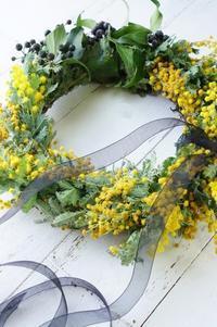 ミモザとヘデラのドライリース - お花に囲まれて