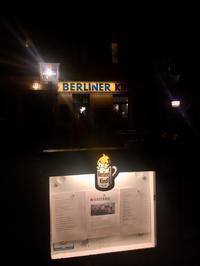 イエス・キリスト教会から近所のKneipe Kastanieへ。 - べルリンでさーて何を食おうかな?