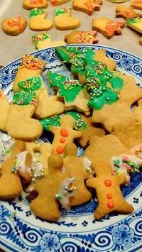 久しぶりにクリスマスクッキーを作る。 - 牡蠣を煮ていた午後