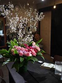 澄川の保育園の卒園式にアレンジメントと、先生への花束8種。2020/03/13。 - 札幌 花屋 meLL flowers