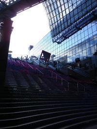 伏見稲荷に行ってきましたその2京都駅ビル編 - 影はますます長くなる