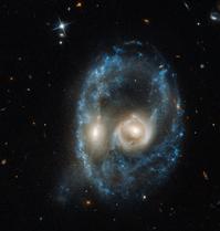 ハッブル宇宙望遠鏡が捉えたけんびきょう座の衝突銀河銀河AM2026-424 - 秘密の世界        [The Secret World]