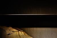 鉄板の棚板 - SOLiD「無垢材セレクトカタログ」/ 材木店・製材所 新発田屋(シバタヤ)