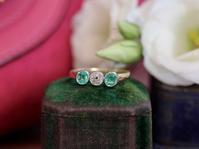 「若芽の息吹💚」アンティーク・エメラルド・ダイヤモンド・トリロジーリング - 欧州アンティーク・ジュエリー