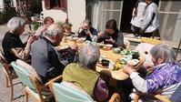 お外でお花見お昼ご飯 - しらゆり介護サービスblog
