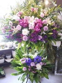 ご葬儀にスタンド花。白石区本通21の斎場にお届け。2020/03/24。 - 札幌 花屋 meLL flowers