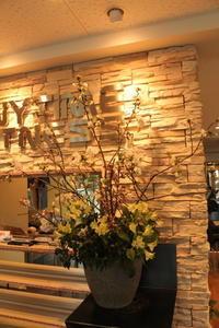 エニタイムフィットネスセンター赤羽北店様へ桜のアレンジ - 北赤羽花屋ソレイユの日々の花