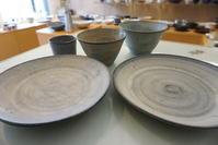 二井内覚さんのカップ・台形鉢・7寸皿届きました - うつわ楓店主たより