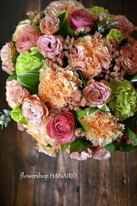 バラ「ラ・カンパネラ」を使ったフラワーアレンジメント。 - 花色~あなたの好きなお花屋さんになりたい~