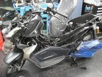 ADV150のオプション取付 - バイクの横輪