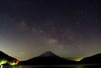 令和2年3月の富士(27)精進湖の天の川と富士 - 富士への散歩道 ~撮影記~