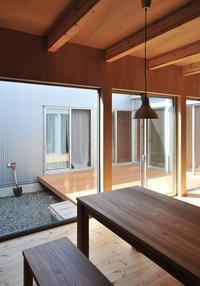 ウッドデッキ張りのコート! - 島田博一建築設計室のWEEKLY  PHOTO / 栃木県 建築設計事務所