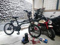 自転車 充電中 - EVOLUTION