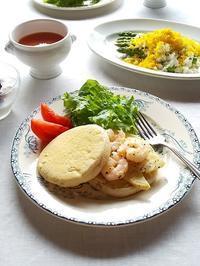 海老と筍のイングリッシュマフィンサンドと、アスパラのミモザサラダ - キッチンで猫と・・・