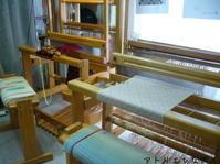 2台の織り機を行ったり来たり - アトリエひなぎく 手織り日記