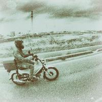 バイクで外出 - モノクロ写真をアップする!