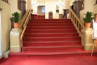 宝塚ホテル(内観) - ブルーアワーの街の情景