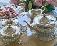 アンティークシルバーの銀器とお花 41〜リボンガーランド♪ - アンティークな小物たち ~My Precious Antiques~