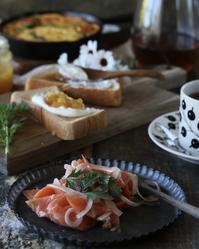 サーモンサラダとオープンオムレツの朝ごはん - ゆきなそう  猫とガーデニングの日記