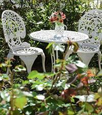 庭で過ごす - バラとハーブのある暮らし Salon de Roses
