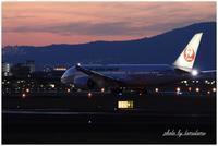 大阪伊丹空港の夜景。 - 今日のいちまい