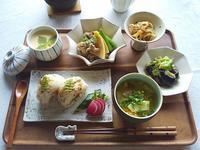 たけのこと牛肉の煮物と、ちりめん山椒おむすび定食 - キッチンで猫と・・・