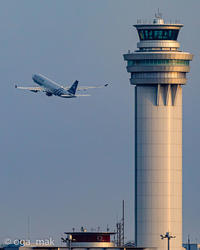 管制塔と中国東方航空のエアバスA330-200 - OGA☆写