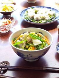 ちゃぶ台でごはん♪ 野菜たっぷりちゃんぽんと焼売 - キッチンで猫と・・・