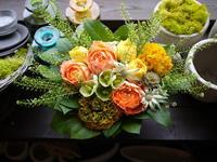 お礼のアレンジメント。「明るくて元気が出るような」。発寒6条にお届け。2020/04/22。 - 札幌 花屋 meLL flowers