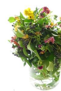 パンジーのブーケ・ド・マリエとブーケ - お花に囲まれて