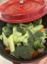 蒸し野菜もたべるよー。 - ガルルさんのCOSTCOガルル食堂