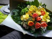 退院のお祝いに花束。「黄色~オレンジ系で春らしく」。北29条にお届け。2020/04/30。 - 札幌 花屋 meLL flowers