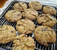ライ麦胡麻チョコクッキー - シアワセ色のテーブル