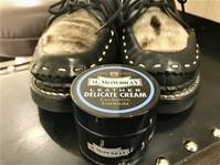 マットな靴を自然に仕上げる - シューケアマイスター靴磨き工房 銀座三越店