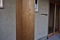 キハダ化粧柱帯鋸目と手斧斫り - SOLiD「無垢材セレクトカタログ」/ 材木店・製材所 新発田屋(シバタヤ)