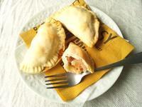 ガリシアの美味しいご馳走、エンパナーダ粗挽きソーセージとチーズ入り - Minha Praia
