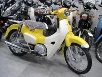 スーパーカブ110イエロー登場 - バイクの横輪