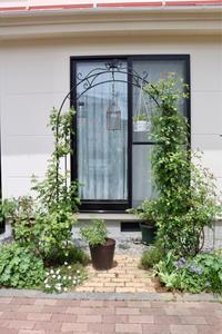 アーチ周りとゲラニウム - my small garden~sugar plum~