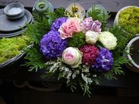 あえて遅れての母の日にアレンジメント。共和町に発送。2020/05/24着。 - 札幌 花屋 meLL flowers