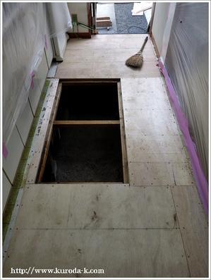 本日から台所の床張替え工事を開始です!八王子市S様邸 -