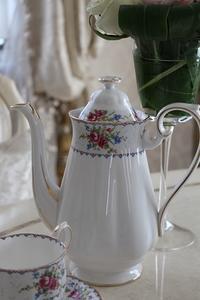 英国よりロイヤルアルバートのプチポワン - Le Chateau-Rose