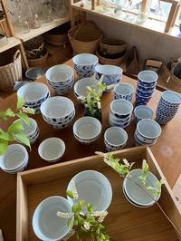 おなじみ陶房遊の器たち〜ハーフ丼やご飯茶碗〜 - CROSSE 便り