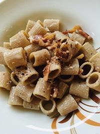 久々ローマ食堂〜全粒粉パスタでグリーチャ - ローマの台所のまわり