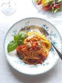 オイルサーディンのトマトソースパスタ & あじさい咲いた♪ - キッチンで猫と・・・