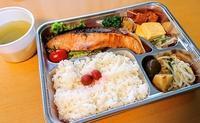 築地ふじむらの鮭弁当をテイクアウト@築地 - カステラさん