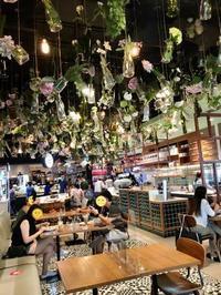 「FOUR SHOPPE」でイングリッシュマフィンバーガー - Bangkok AGoGo