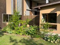 植物で庭づくりをしています。 - 花の庭づくり庭ぐらしガーデニングキララ
