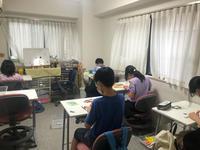 集中力マックスで取り組んでいる高学年クラス - 枚方市・八幡市 子どもの教室・すべての子どもたちの可能性を親子で感じる能力開発教室Wake(ウェイク)