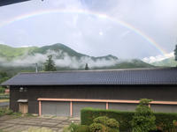 西の空に大きな虹 - 安曇野建築日誌