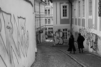 A moment in Prague #65 - 石畳の下り坂 - - S w a m p y D o g - my laidback life
